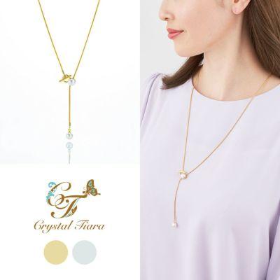 繊細で華奢なネックレスのスワロフスキーパールが揺れるY字ネックレス